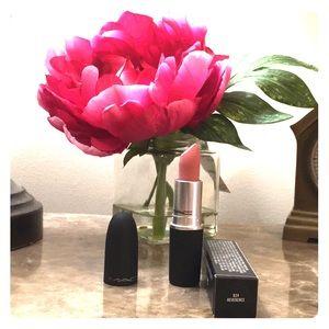 "MAC Lipstick ""Reverence""💋💄"